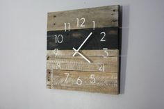 A beautiful and perfect artistic clock also gives an entirely different and magnificent look to your wall. You can easily make a pallet wooden wall clock by Rustic Wall Clocks, Wood Clocks, Wall Clock Black And White, Black White, Wooden Couch, Modern Clock, Pallet Crafts, Pallet Ideas, Do It Yourself Home