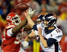 Chiefs jump on Broncos for 21-10 halftime lead 0f93665eb