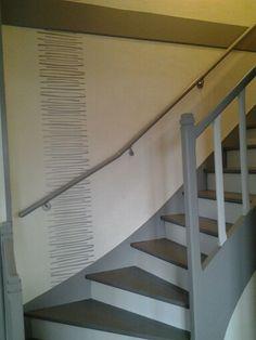 Escalier repeint avec trois tons de gris (réalisation cliente ...