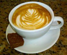 """A R O M A  D I  C A F F É  """"Todas la buenas ideas nace luego de una taza del mejor café. Acompáñanos a disfrutar un delicioso #CoffeeBreak"""".  . Latte Arte by: @irvin_gonzalezo.o .    .  Visítanos de lunes a sábados de 8:00 a.m - 6:00 p.m.  en el C. C Metrocenter pasaje colonial. .............................................  #AromaDiCaffé #MeetTheBarista#Postres #CaféVenezolano#Espresso"""