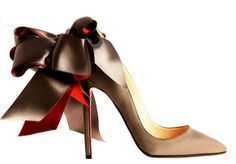 hello lover! christian louboutin heel with satin bow.