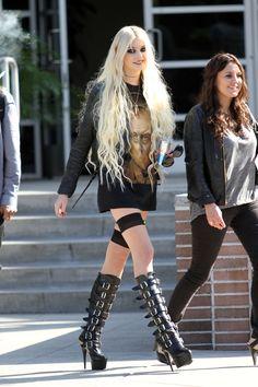 Taylor Momsen ✾ of The Pretty Reckless Estilo Taylor Momsen, Taylor Momsen Style, Taylor Michel Momsen, Punk Fashion, Gothic Fashion, Girl Fashion, Fashion Outfits, Taylor Momson, Estilo Rock