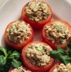 Tomate Recheado com Atum - http://www.receitasja.com/tomate-recheado-com-atum/