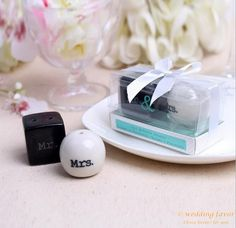 ceramic salt pepper shaker favor for wedding