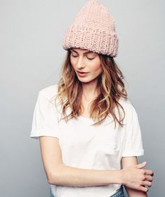 Suloinen ja tuhti pipo sopii neulomisen aloittelijalle Crochet Chart, Knit Crochet, Knitting Patterns, Crochet Patterns, Textiles, Diy Entertainment Center, Beanie Hats, Hats For Women, Handicraft