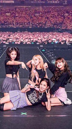 Blackpink in area Kpop Girl Groups, Korean Girl Groups, Kpop Girls, Blackpink Jisoo, Blackpink Youtube, Mode Rose, Blackpink Poster, Mode Kpop, Lisa Blackpink Wallpaper