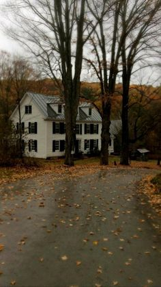Beautiful Homes, Beautiful Places, Autumn Cozy, Autumn Morning, Autumn Aesthetic, Aesthetic Girl, Best Seasons, House Goals, Architecture