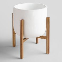 Inspired by the iconic Spanish seaside town for which it's named, our Sevilla planter stands on solid acacia wood legs.