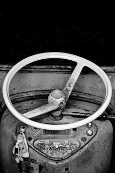 Driving-wheel Old Cars, Mario Silva, Rita, Black And White, Vehicles, Wheels, Vintage, Tractor, Black N White