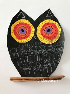 ch - Hibou et graphismes September Art, September Crafts, Art For Kids, Crafts For Kids, Nocturnal Animals, Feather Crafts, Plate Crafts, Baby Owls, Black Paper