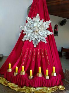 Iglesias, Professor, Alice, Angel, Table Decorations, Home Decor, Church Altar Decorations, Confirmation, Eucharist