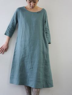 simple and perfect - because everyone wants to look like you're wearing a hospital gown around town. Dress For Summer, Linen Dresses, Mode Inspiration, Fashion Outfits, Womens Fashion, I Dress, Dress Patterns, Beautiful Outfits, Style Me