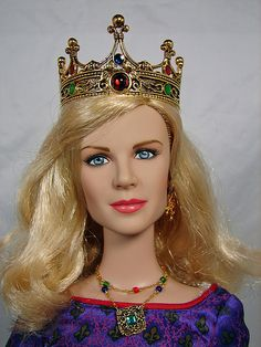 Close up of Nicole Kidman as Guinevere doll Neko Cat, Maneki Neko, Hina Dolls, Barbie Dolls, Matryoshka Doll, Nicole Kidman, Doll Face, Doll Accessories, Vestidos