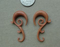 Pair SABA WOOD TRIBAL FLORAL SWIRL VINE SPIRALS HOOK TALON EAR GAUGES PLUG W64 | eBay