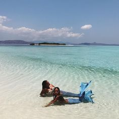 Mermaiding from island to island (at Pink Beach - Flores Island) Oceans Song, Inka Williams, Mermaid Cove, Pink Beach, Merfolk, Under The Sea, Body Painting, Hawaiian, Island
