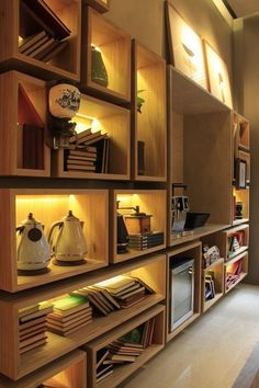 Inside Casa Cor des environnements plus passionnés – The World Interior Design Layout, Small Space Interior Design, Display Shelves, Shelving, Bookshelves Built In, Bookcases, Library Design, Living Room Lighting, Living Room Designs
