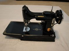 Vintage 1939 Singer 221 Featherweight Sewing Machine With Case And Accessories