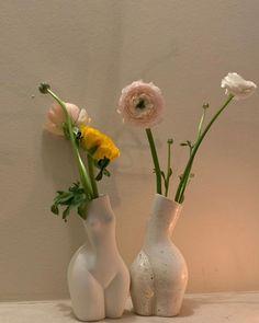 📸: @mathildegoehler Flowerpot Lamp, Room Ideas Bedroom, Bedroom Decor, Keramik Design, Interior Decorating, Interior Design, Dream Apartment, Aesthetic Room Decor, Beige Aesthetic