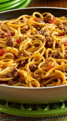 Taco Spaghetti Skillet ~ A Pot-Sized Pasta recipe with the flavor of tacos made in one pan using ground beef, zesty tomatoes and spaghetti, topped with sour cream (Cheap Easy Meal With Hamburger) Taco Spaghetti, Spaghetti Recipes, Spaghetti Lasagna, Mexican Spaghetti, Creamy Spaghetti, Spaghetti Bolognese, Chicken Spaghetti, Spaghetti Sauce, Chicken Pasta