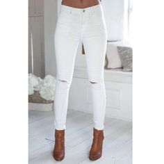 """White Knee Slit Jeans Just as my black ones (which are almost sold out!) just in white. These jeans are the softest jeans and most comfy I've ever owned. They are more of a medium-high rise. Will take more pics of this later. please 🚫NO TRADES OR PAYPAL 🚫 price is firm. And again, I only trade for $$$$$. Let me know if you need anything measured and please specify the size! For reference, last pics I am wearing size 3 and I am 4' 11"""" so I rolled up the hem. Jeans Skinny"""