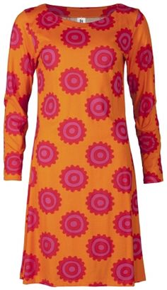 Iso loitsu, Nanso Finland dress 60s Style, Crazy Outfits, Color Combos, Vogue, Orange, Eyes, Board, Sweaters, Pink