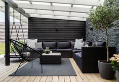 i Greve Lovely lounge area on the terrace with comfy and modern garden furniture and green plants.Lovely lounge area on the terrace with comfy and modern garden furniture and green plants. Pergola Patio, Backyard Patio, Backyard Landscaping, Modern Landscaping, Backyard Seating, Backyard Plants, Backyard Ideas, Backyard Layout, Patio Ideas