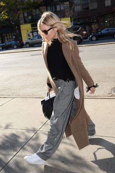 Sienna Miller Just Wore The Most Comfortable Looking Pair Of Trousers While Out And About In New York – Fame10