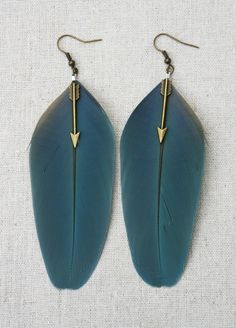 These earrings are handmade using Blue Macaw feathers featuring a bronze arrow. EARRING DETAILS - Earring width is about 2.75 or 7cm - Length is