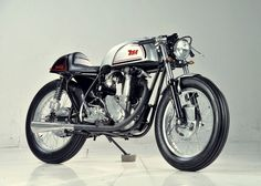 1953 BSA   M33   600cc   Sidecar Power-bank Morphed RacerBSA   Birmingham Small Arms Company Limited   Produced motorcycles from 1912 - 1972   The most notable motorbikes were the BSA Gold Star & BSA Rocket Cafe Racer #motorcycles #caferacer #motos   caferacerpasion.com