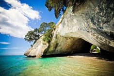 Explore north island paradise, visit Cathedral Cove and Hot Water Beach and enjoy guided beach tours and ocean swims! Cool Places To Visit, Places To Travel, Travel Destinations, Places To Go, Parc National, Yosemite National Park, National Parks, New Zealand Beach, New Zealand Art
