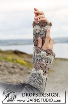 "DROPS crochet wrist warmers in ""Karisma Superwash"". Yarn alternative ""Merino"". ~ DROPS Design:"