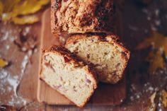 Prinášame ti recept na domáci chlieb, ktorý je neobyčajný tým, že si v ňom svoju rolu zahrala aj kyslá kapusta. Čím ešte prekvapí? Banana Bread, Desserts, Food, Diet, Tailgate Desserts, Deserts, Essen, Postres, Meals
