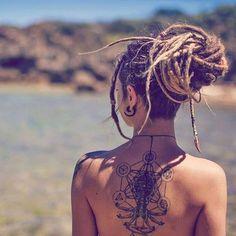 Love Love Love the tatt & dreads Dreadlocks Girl, Dreadlock Rasta, Dreadlock Styles, Dreads Styles, Hippy Hair Styles, Blonde Dreads, Dreadlock Hairstyles, Cool Hairstyles, Rasta Girl