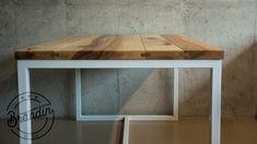 Čistý design s minimalistickými prvky, to je náš prostorný stůl Holm.  Ručně propracovaná jasanová masivní deska, doplněna o mírné drážky mezi jednotlivými fošnami a zvýrazněnými spojovacími pery dodá bytelné železné konstrukci na eleganci. Corner Desk, Dining Table, Furniture, Design, Home Decor, Corner Table, Decoration Home, Room Decor, Dinner Table