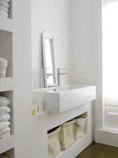 Ben je op zoek naar inspiratie voor de inrichting van je huis? Bekijk hier het prachtige witte huis van stylist Paula Eklund en raak geïnspireerd.