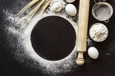 Top view flour with paddle Free Photo Food Background Wallpapers, Food Backgrounds, Food Poster Design, Menu Design, Creative Desserts, Creative Food, Baking Wallpaper, Restaurant Poster, Photo Food