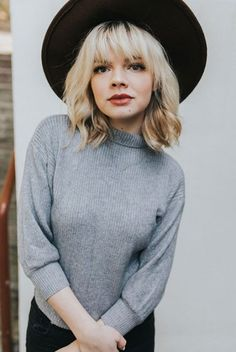 10 Short Blonde Hairstyles with Bangs Short Blonde Haircuts Blonde Pony, Cool Blonde, Short Blonde, Blonde Balayage, Grey Blonde, Blonde Hair With Bangs, Blonde Box Braids, Short Hair With Bangs, Short Hair Cuts