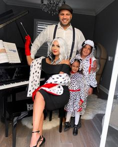 Matching Family Halloween Costumes, Baby First Halloween Costume, Halloween Costumes For Work, Family Costumes, Baby Costumes, Halloween 2020, Cool Costumes, Halloween Ideas, Costume Ideas