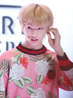 NCT : NCT DREAM : JISUNG hands up : Photo