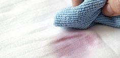 Flecken entfernen mit Hausmitteln wie Soda, Weißwein oder Löschpapier. So können Sie Senf, Wachs und andere Flecken mit Hausmitteln entfernen.