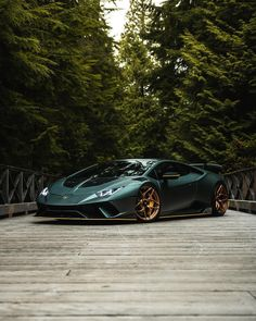 The quickest automobiles on the earth You dont know what automobile is the quickest Is it Bugati Lamborghini Ferrari Tesla Or different Lamborghini Cars, Ferrari Car, Green Lamborghini, New Sports Cars, Sport Cars, Bugatti Veyron, Go Karts, Best Luxury Cars, Car In The World