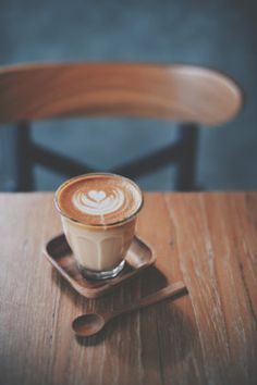 cup of coffee latte on the wood texture in vintage color tone - cup of coffee . Coffee Cozy, Coffee Latte, I Love Coffee, Best Coffee, Coffee Break, My Coffee, Coffee Drinks, Morning Coffee, Coffee Time