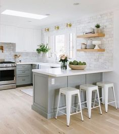 10 Endless Tips: Small Kitchen Remodel No Window oak kitchen remodel builder grade.Kitchen Remodel Tile Layout simple kitchen remodel home.Small Kitchen Remodel No Window. Living Room Kitchen, New Kitchen, Kitchen Decor, Living Rooms, Awesome Kitchen, Apartment Kitchen, Kitchen Grey, Kitchen Small, Ranch Kitchen