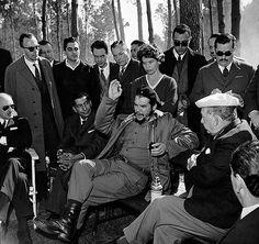 Fidel Castro, Che Guevara Images, Victor Jara, Celebridades Fashion, Viva Cuba, Ernesto Che Guevara, Rare Historical Photos, Popular Culture, Aesthetic Art