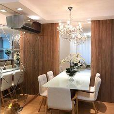 Porque o aconchego conferido pela madeira e a leveza proporcionada pelo espelho deixou o espaço bem do jeitinho que amamos! Projeto Mariane e Marilda Baptista Via @maisdecor_ www.homeidea.com.br Face: /homeidea Pinterest: Home Idea #homeidea #grupodecordigital #arquitetura #saladejantar #archdecor #archdesign #projeto #homestyle #home #homedecor #pontodecor #homedesign #photooftheday #love #interiordesign #interiores #madeira #picoftheday #decoration #revestimento #decoracao #architecture #a