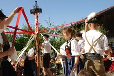 Bändertanz der Schuhplattler Folklore, Family History, Genealogy, Destinations, Country, Hats, People, Bavaria Germany, Culture