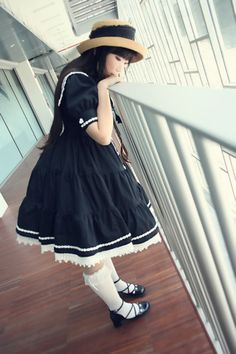 Gorgeous gothic lolita with a hint of the past <3