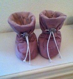 - Sy tøj til baby diy. her finder du masser af tøj du selv kan sy til din baby. Der er ideer og henvisninger og mønstre på tøj du selv kan lave til din baby