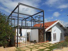 Obras residênciais realizadas em estrutura metálica. Residências Urbanas, casas de campo e outros.