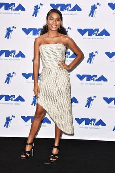 Yara Shahidi was in attendance at  the 2017 MTV Video Music Awards at The Forum on August 27, 2017 in Inglewood, California. She wore two different look. She wore a gold Zimmermann Fall 2017 gold bow bodice dress  She wore a strapless Rodarte Fall 2017 pearl embellished cocktail dress   Related PostsHailee…